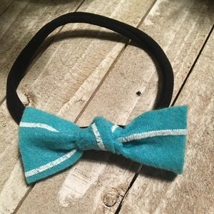 Other - Pretty teal & white striped headband